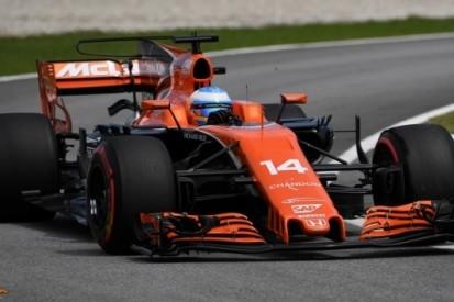 """Alonso boos op Magnussen: """"Het is 19-1 tegen hem"""""""