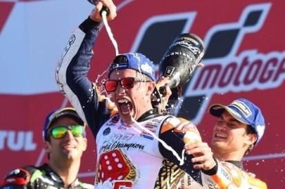 Márquez grijpt zesde titel na spectaculaire ontknoping