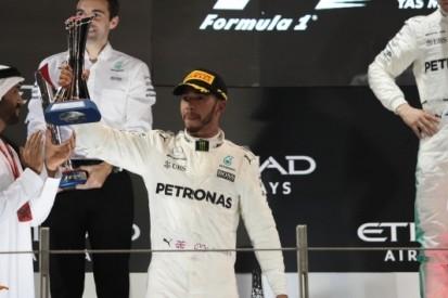 """Hamilton feliciteert Bottas: """"Maar de baan moet anders"""""""