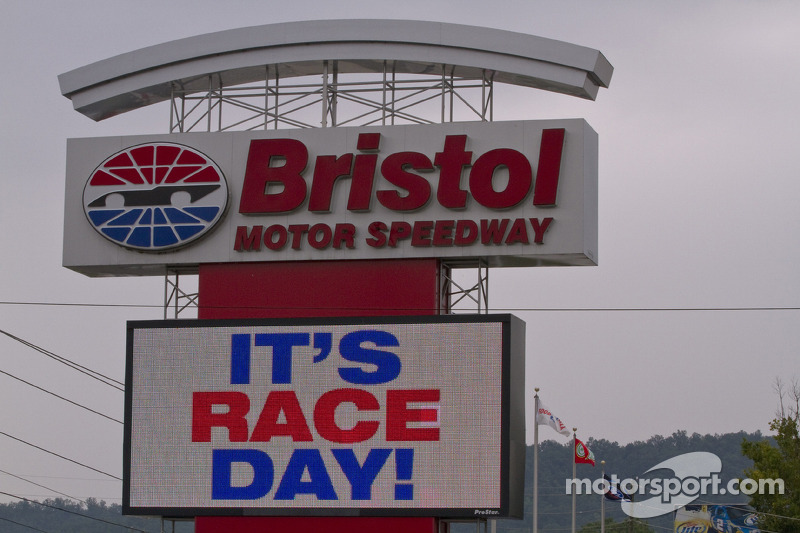 NASCAR National Series news and notes 2011-03-15