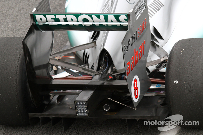 No quick fix for Mercedes rear wing problem
