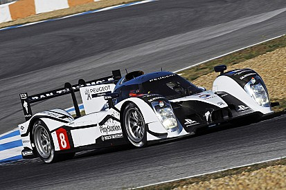 The Peugeot 908 HYbrid4 Takes to the Track