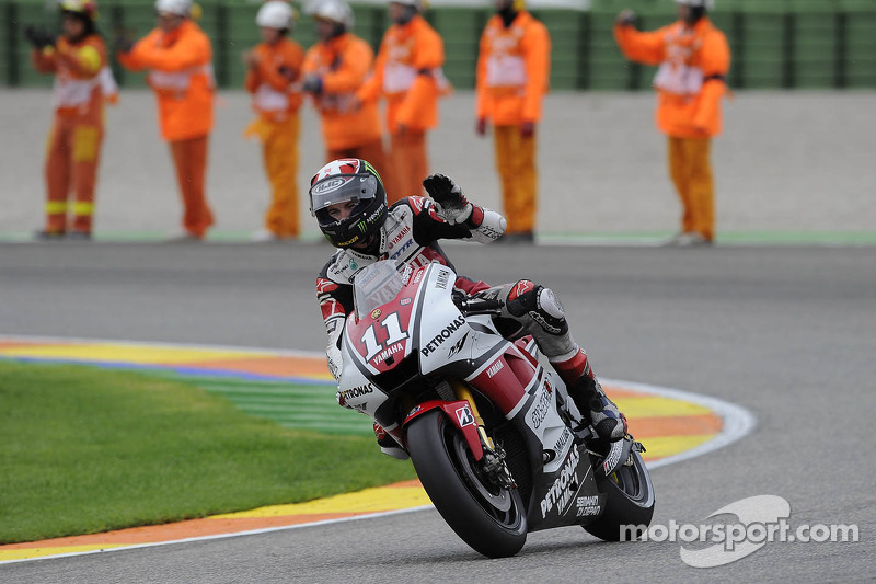 Ben Spies gives Yamaha final 2011 podium at Valencia