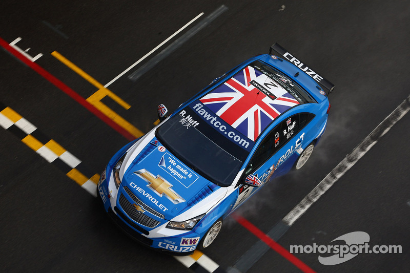 Huff and Muller share Macau front row
