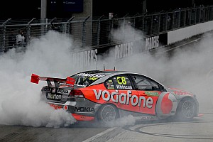 Supercars Whincup survives season finale to earn 2011 Championship