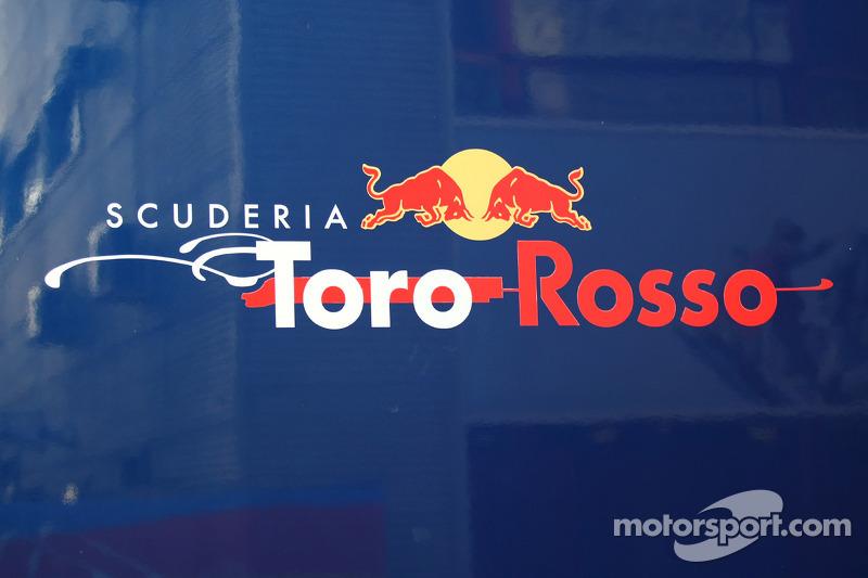 Toro Rosso trainer dies at 46