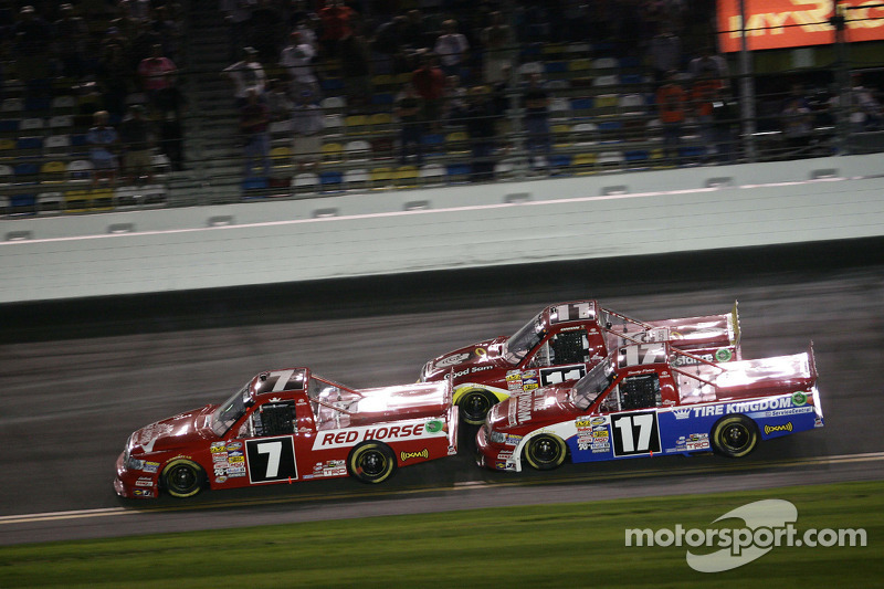 Peters captures 2nd in race at Daytona