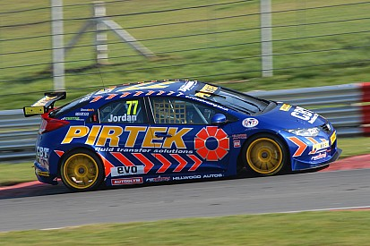 Teams step up 2012 preparations at Brands Hatch