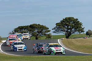 Supercars Whincup leads V8 Supercar field to Phillip Island