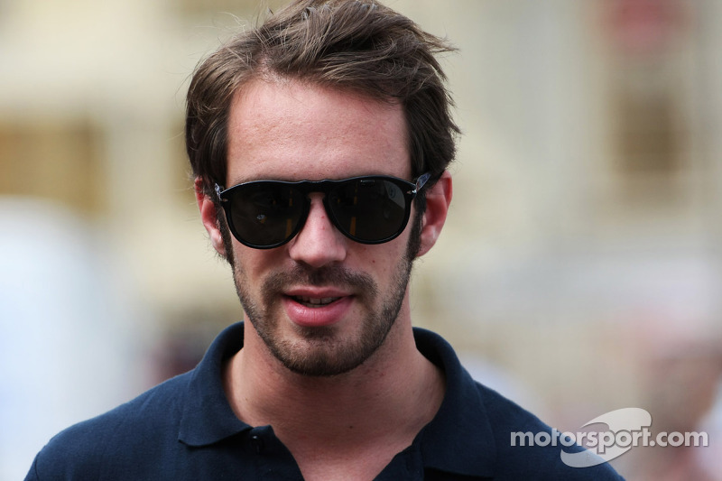 Vergne wearing Indy 500 rookie Alesi's helmet