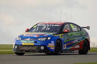 Plato takes last lap Pole at Oulton Park