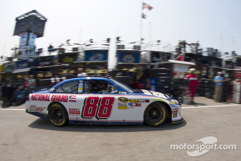 Dale Earnhardt Jr. leads Sprint Cup points for first time in eight years