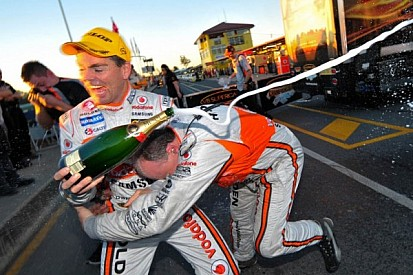 Team Vodafone's Lowndes goes wire-to-wire to win Ipswich opener