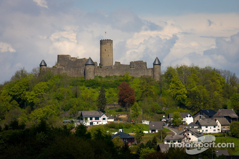 """The """"Green Hell"""" from above: BMW DTM drivers on top of Nürburg Castle"""