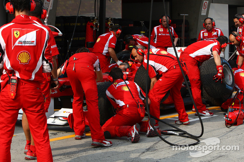 Ferrari fastest pit crew in 2012 - analysis