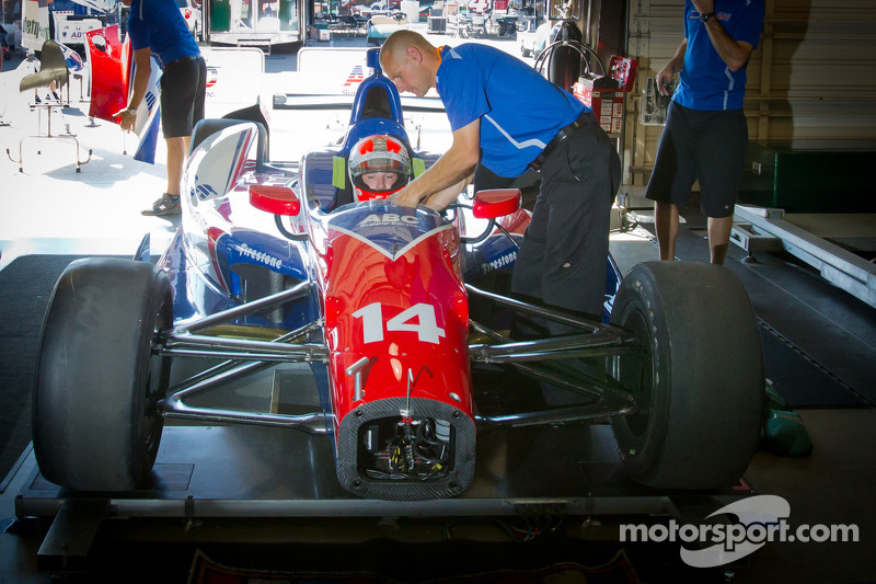Conway steps down and Cunningham steps up for A.J. Foyt at Fontana