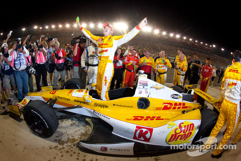 Hunter-Reay earns championship; Carpenter wins race at Fontana