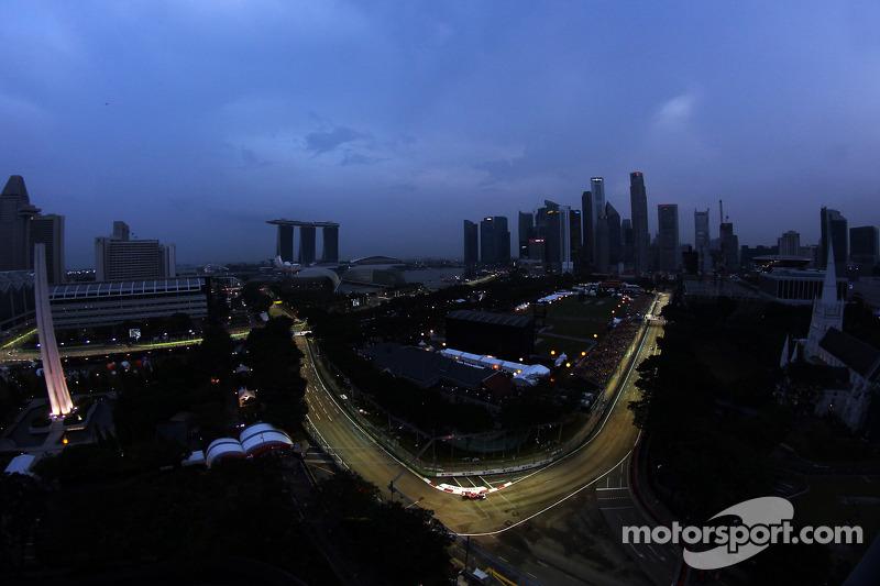 Drivers ask FIA to shorten Singapore race - de la Rosa