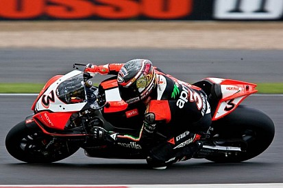 Biaggi just edges out Sykes to grab his second championship