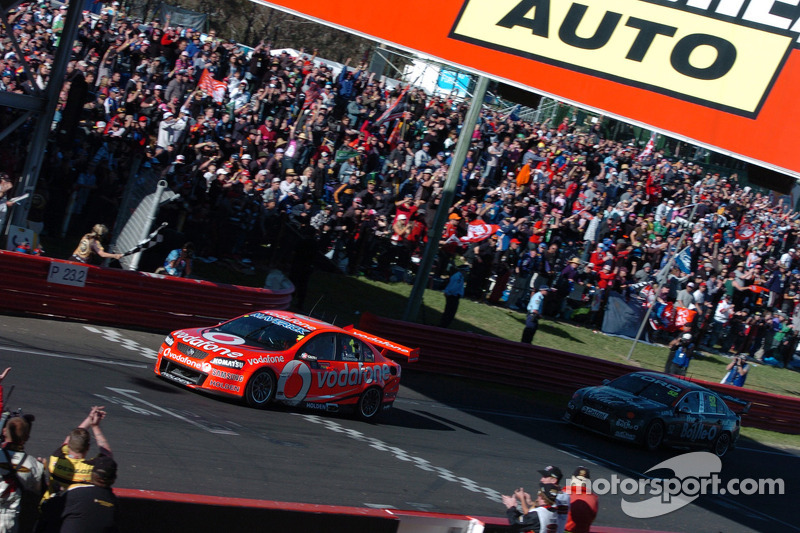 Whincup and Bourdais win opening ARMOR ALL Gold Coast 600 race