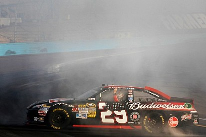 Harvick ends drought with win in Phoenix 500