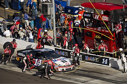 Stewart gets top-20 finish in raucous Phoenix 500