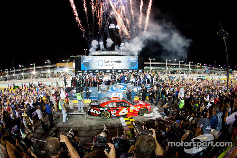 Ricky Stenhouse Jr. wins in Miami second straight championship