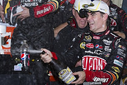 Gordon puts Hendrick in victory lane while Johnson in the garage at Homestead 400