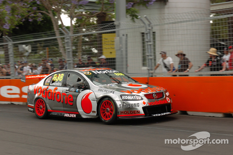 Lowndes gains valuable points at Homebush and moves to second in Championship