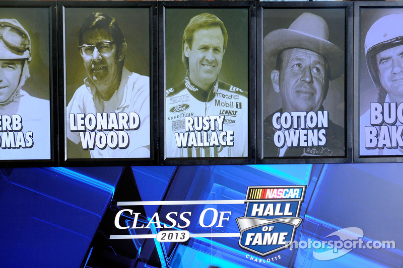 Eras mesh during Hall of Fame induction ceremony