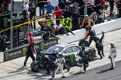 """Kyle Busch earns victory in the battle of the """"Kyles"""" in Bristol 300"""