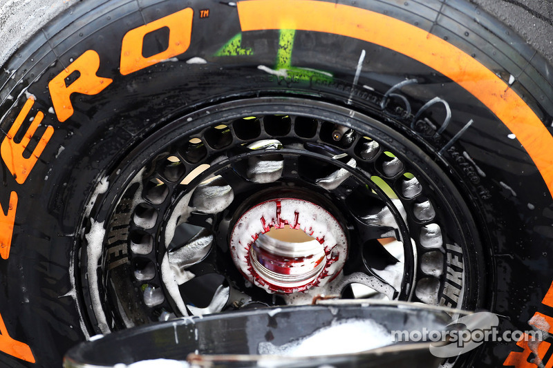 Pirelli to 'review' tyres after Bahrain