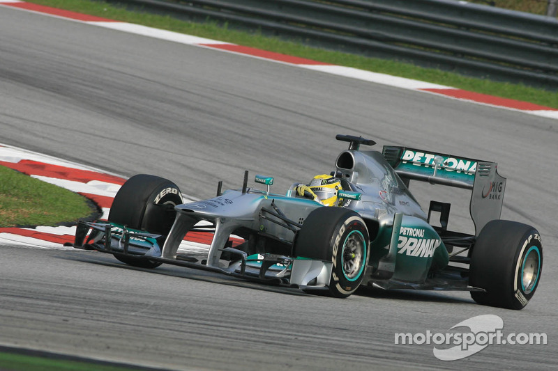 Despite tire degradation issue, Mercedes has a good Friday practice in China