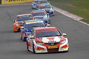 BTCC Qualifying report Gordon Shedden takes pole position at Donington Park