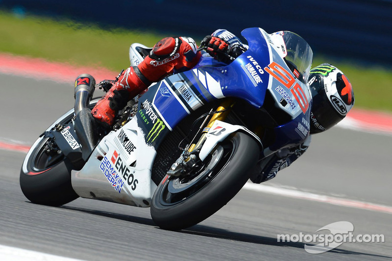Lorenzo lands on pole position in sizzling Spanish MotoGP