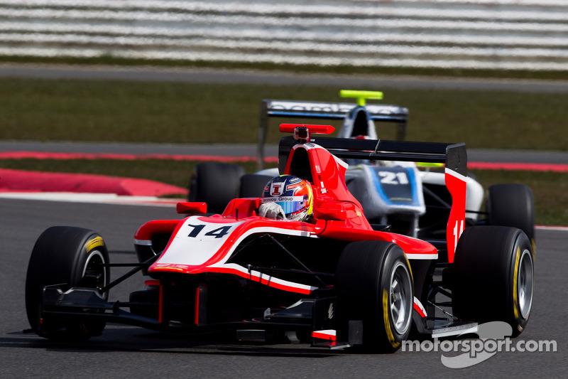 Ellinas edges Niederhauser for race 1 victory in Barcelona