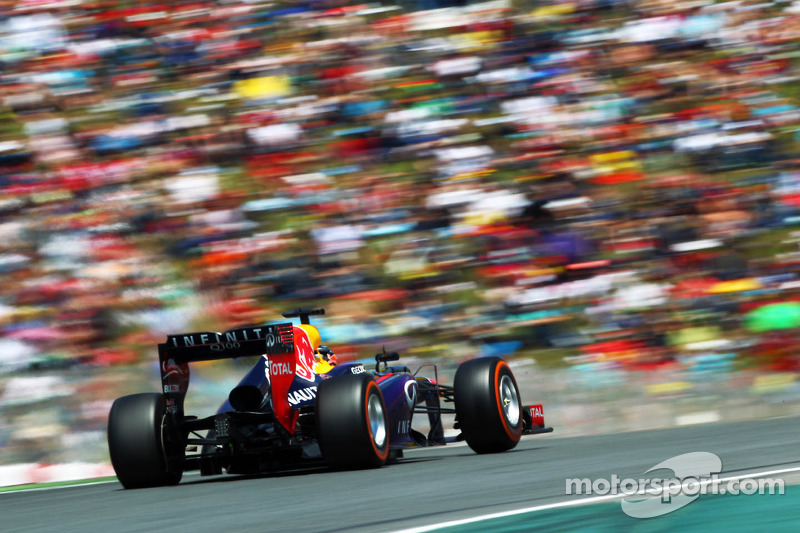 Red Bull wants to keep Vettel for 'a long time'
