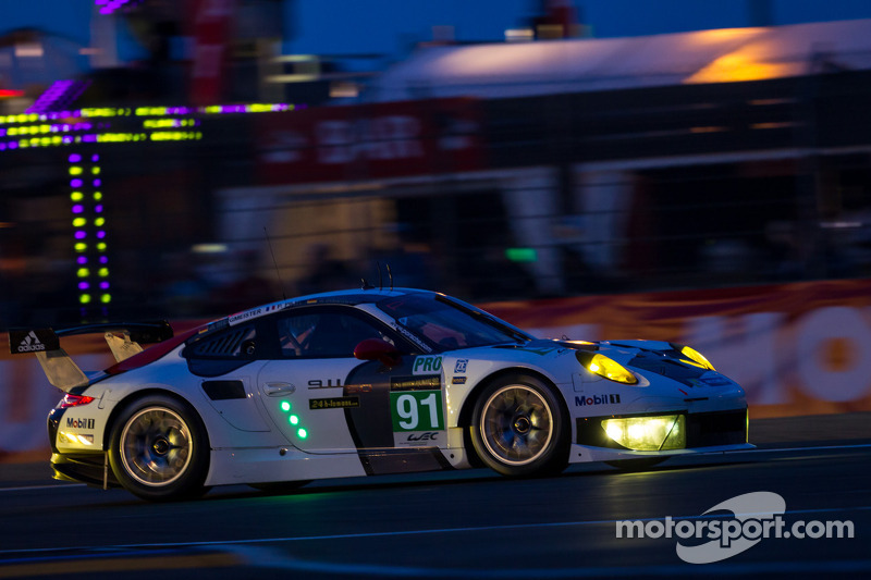 Porsche teams amongst frontrunners in both Le Mans 24 GT classes