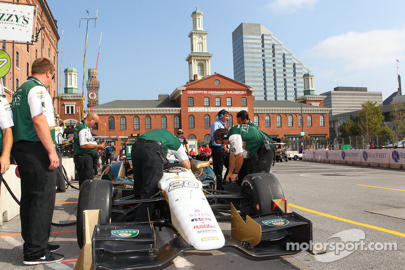 Carpenter closes the gap on the leaders Saturday in Baltimore qualifying