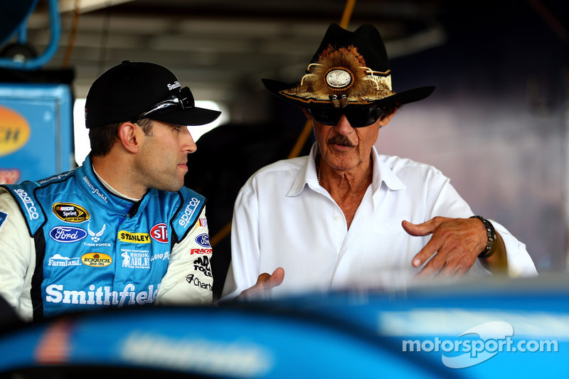 "Almirola hopes to play ""spoiler"" role in Chase"