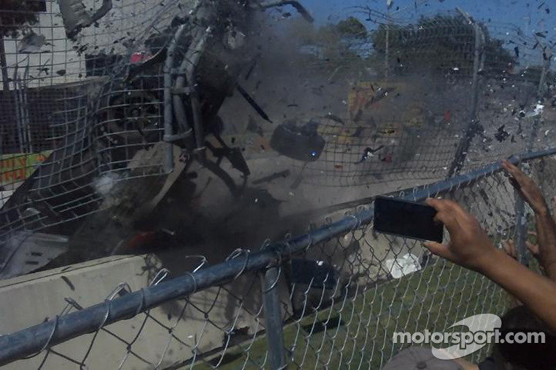 Franchitti on way to hospital after horrendous crash on final lap in Houston
