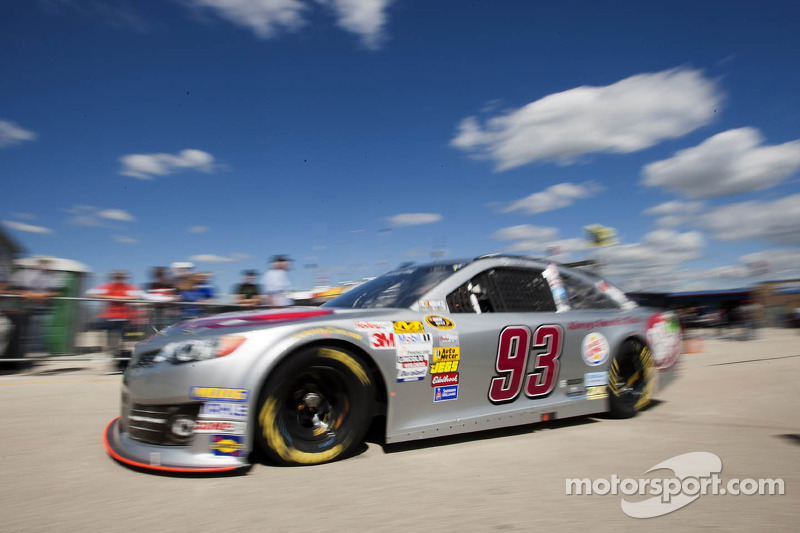 Kvapil races to 27th place finish at Kansas Speedway