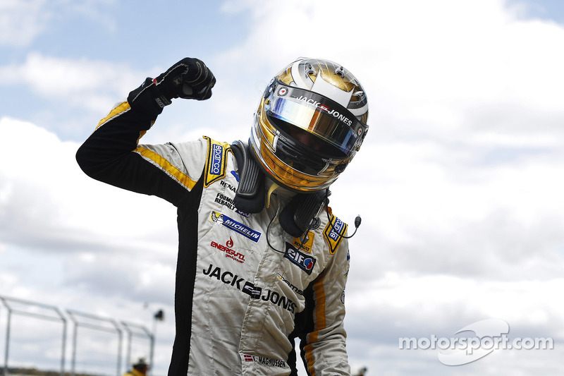 Title joy for Magnussen and Dams