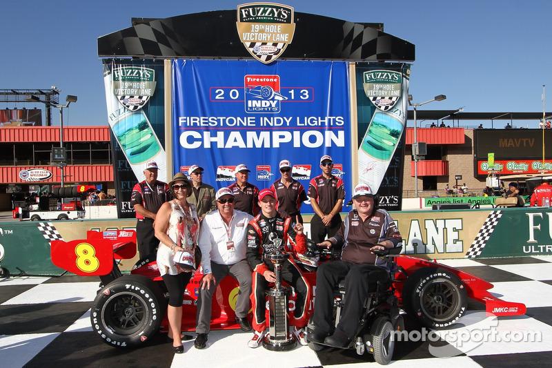 Munoz wins race, Karam wins championship
