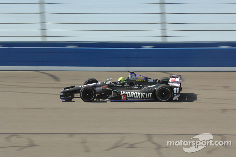 Tony Kanaan finishes on podium in final race