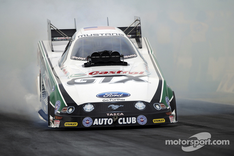 John Force, Matt Smith earn race victories and championships in Las Vegas