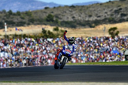 Lorenzo signs off 2013 with masterful Valencia victory