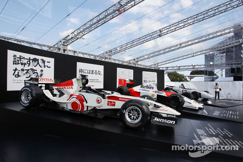 Honda beginning to poach Mercedes staff - Wolff