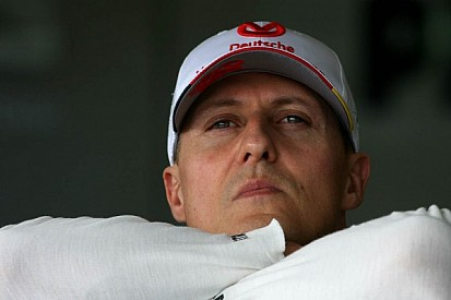 Schumacher in 'hour by hour' fight for life