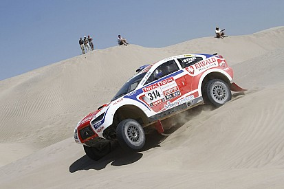Punctures cause delay for Riwald Dakar Team